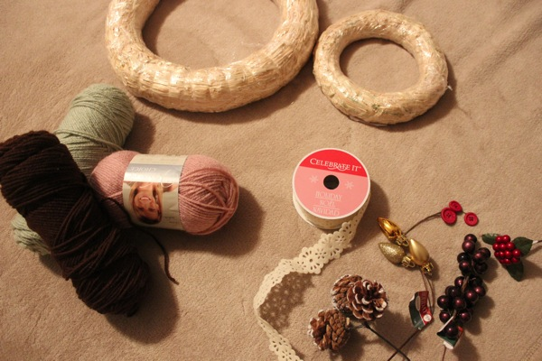 Yarn wreath materials
