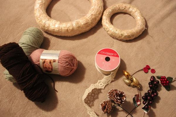 Yarn wreath materials