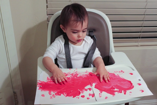 Livi fingerpainting
