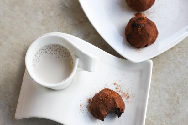 Raw dessert cashew brownie bites