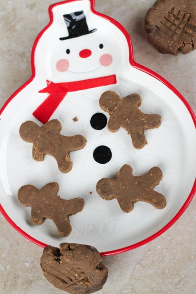 Gingerbread amazeballs on a snowman plate
