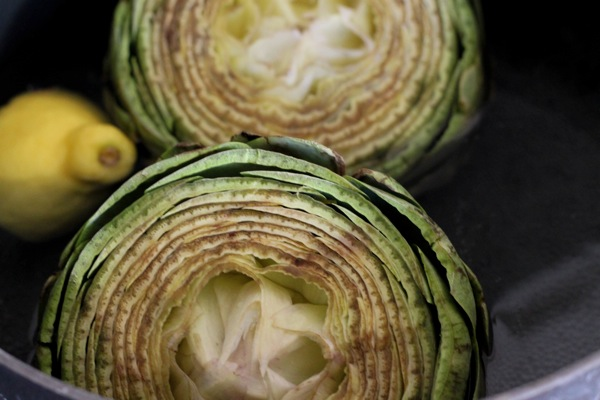 Artichokes in a bowl with lemon