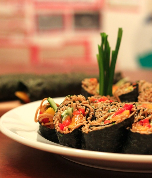 Soba noodle sushi
