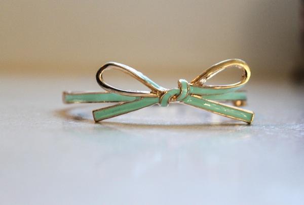 White plum bracelet  1 of 1