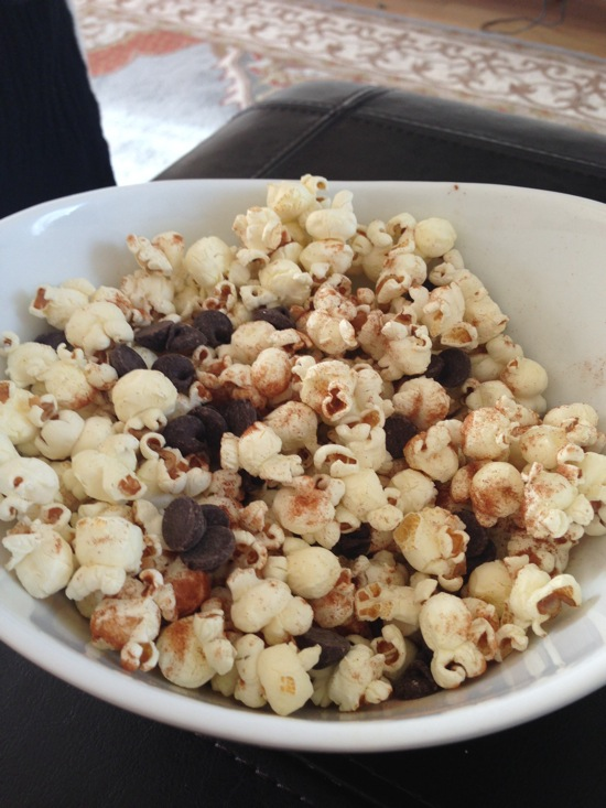 Popcorn with cinnamon and chocolate chips
