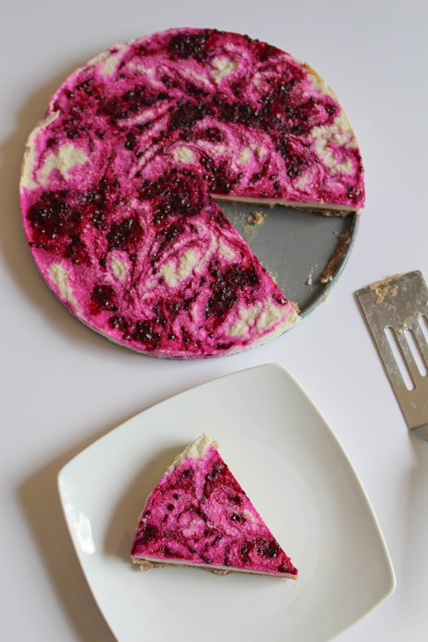 Raw pitaya cheesecake