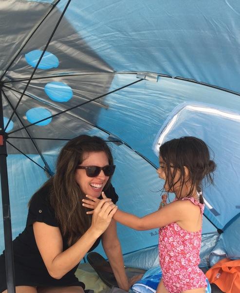 Beach tent w liv
