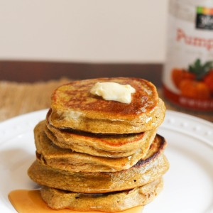 Pumpkin banana blender oat pancakes. A quick and healthy breakfast recipe, packed with protein, nutrients and healthy fats. www.fitnessista.com