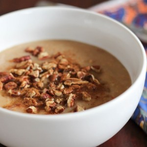 Slow cooker apple pie oatmeal. A perfect make-ahead breakfast recipe for fall! www.fitnessista.com