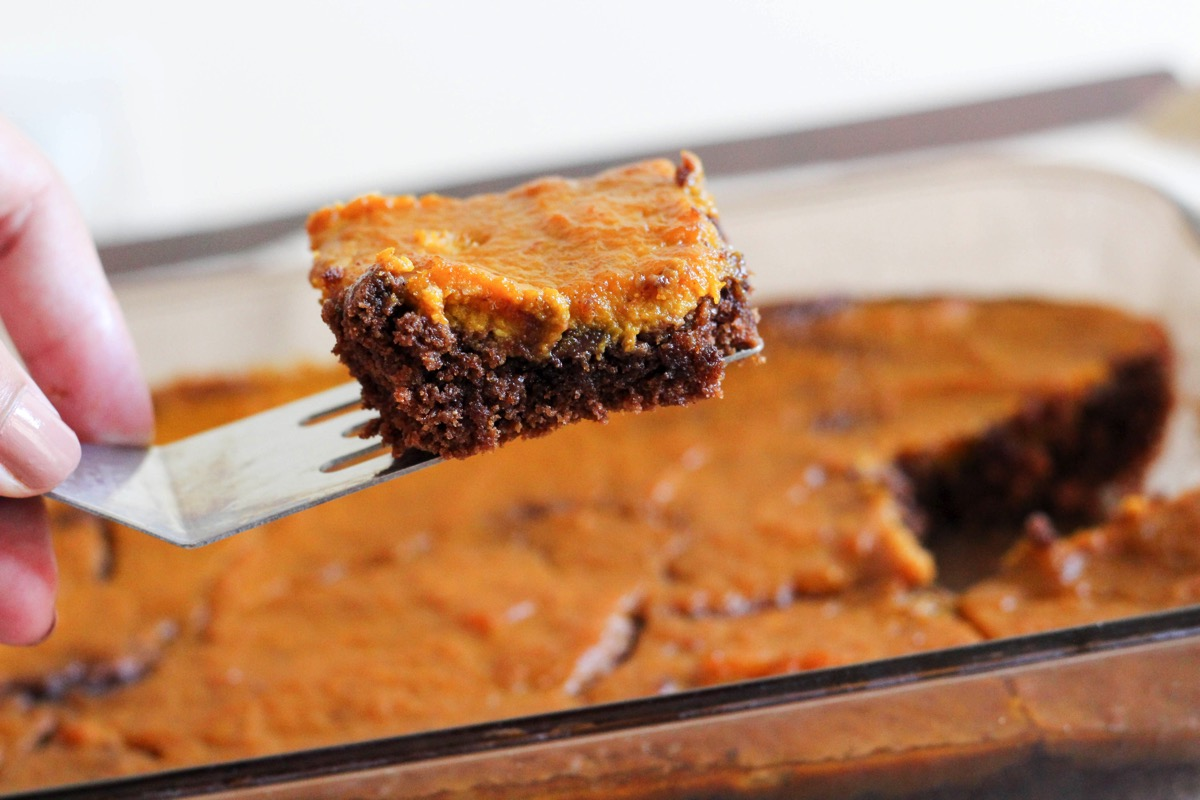 Pumpkin pie brownies fresh out of the oven