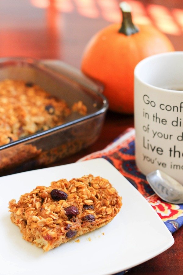 Baked pumpkin oatmeal is the perfect make-ahead fall breakfast. Warm, cozy and healthy! fitnessista.com