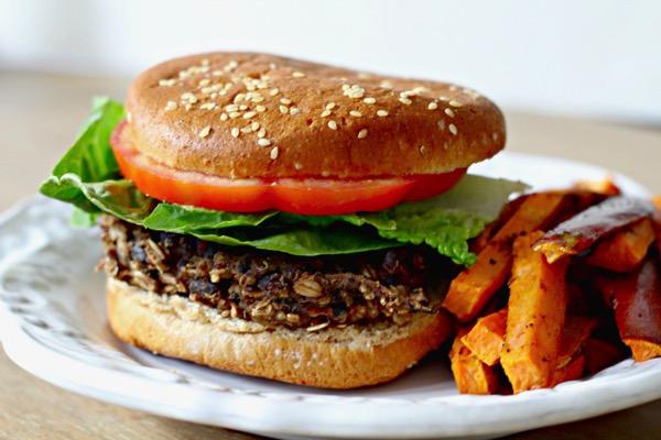 Black bean quinoa burger