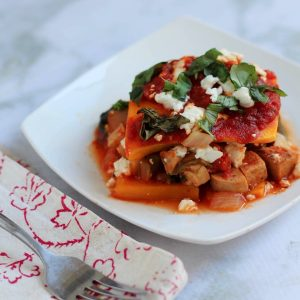 Slow cooker butternut squash and chicken sausage lasagna! Love meals that I can prep in 15 minutes. Grain-free, high in protein, and a super healthy dinner option. fitnessista.com