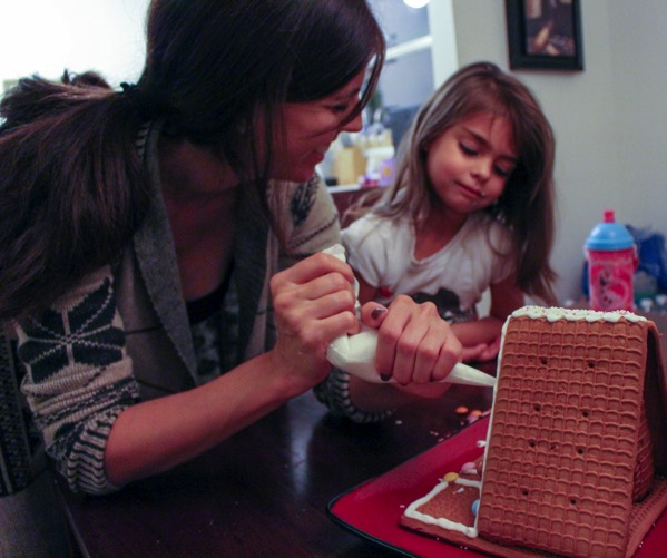 Decorating a gingerbread house with Livi