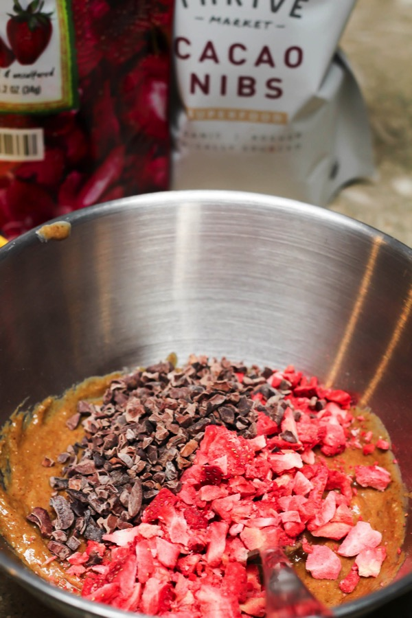 Crispy chocolate strawberry truffles mix