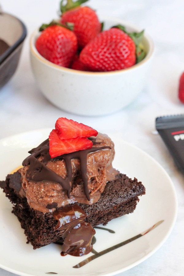 This dairy-free healthy protein ice cream is a delicious and awesome snack idea. To take it over the top, serve with Paleo brownies. fitnessista.com