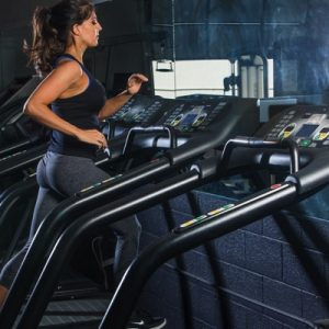 TREADMILL SPRINT WORKOUT! Only 25 minutes, and a killer interval combo. Pin for the next time you need cardio inspiration! fitnessista.com