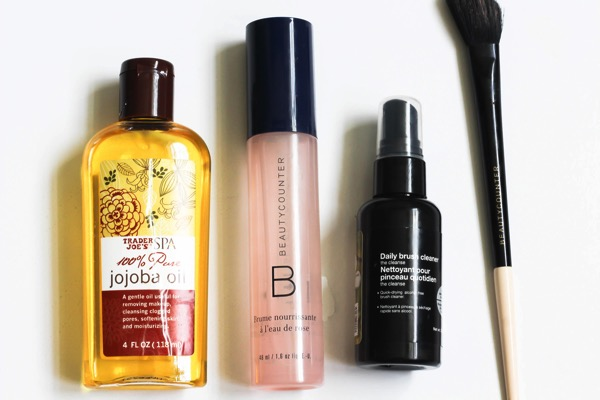 Roundup of beauty and skincare faves, featuring lots of safe and nontoxic products. Adding some of these to my wishlist! fitnessista.com
