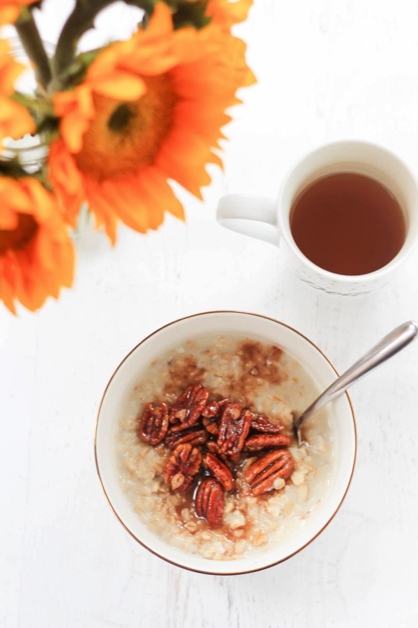Pecan pie protein oatmeal! A super healthy and delicious fall breakfast option. Whipped egg whites give it extra protein and top with the sweet pecan topping. fitnessista.com