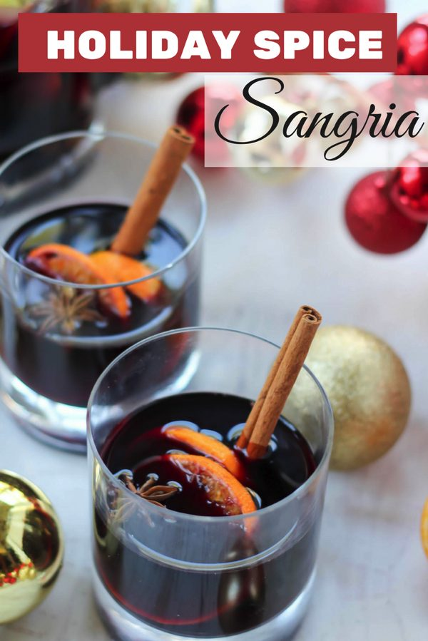 Holiday spice sangria is perfect for holiday parties! fitnessista.com #sangriarecipe #holidayrecipes #holidaycocktail #cocktailrecipe
