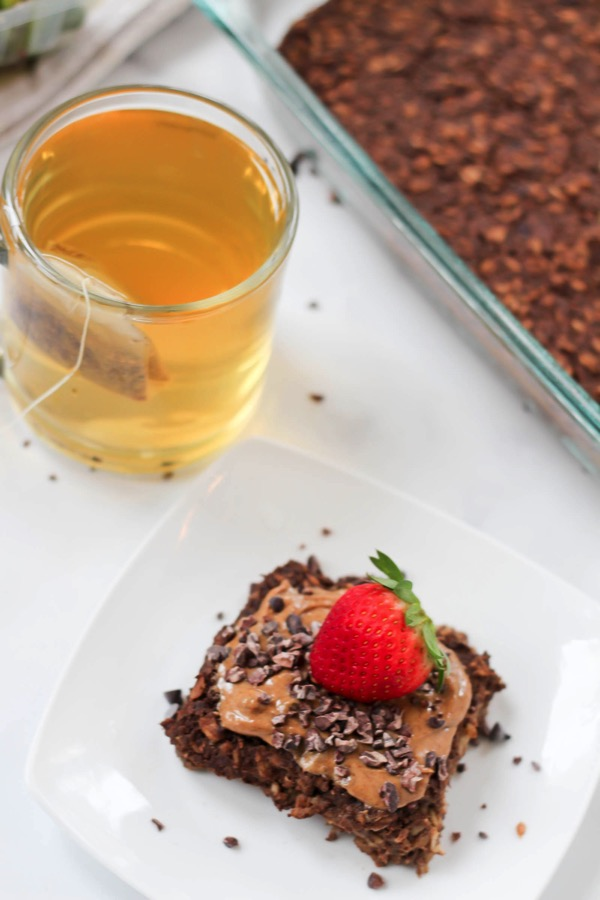 Protein baked chocolate oatmeal! This is the perfect healthy breakfast recipe for busy mornings. Just make in advance, grab, and eat! fitnessista.com #bakedoatmeal #proteinoatmeal
