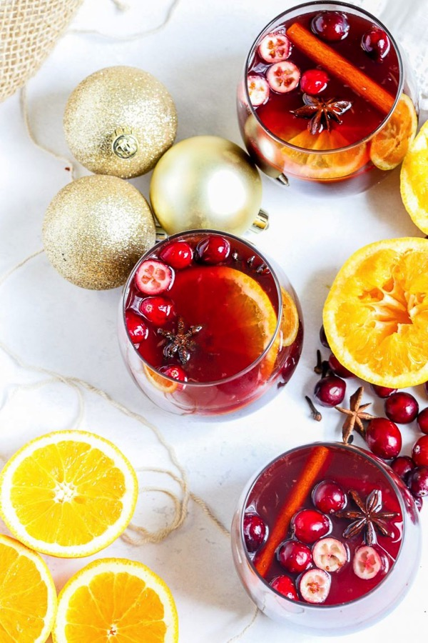 Slow Cooker Holiday Mulled Wine 1 768x1152