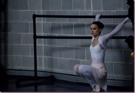 black-swan-movie-photo-05-550x366