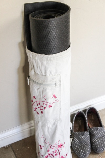 DIY Yoga Mats : Yoga Fashion & Supplies - YouTube